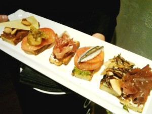 Crostini-at-Fig-Olive1-520x390