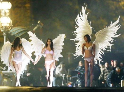 Les-Anges-de-Victoria-s-Secret-a-Paris_exact780x585_l